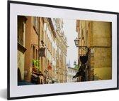 Foto in lijst - Franse architectuur in de straten van Lyon fotolijst zwart met witte passe-partout 60x40 cm - Poster in lijst (Wanddecoratie woonkamer / slaapkamer)