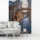 Fotobehang vinyl - Fantastische authentieke straat in het Stadshart van Tallinn breedte 240 cm x hoogte 360 cm - Foto print op behang (in 7 formaten beschikbaar)