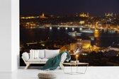 Fotobehang vinyl - Een prachtig verlicht Istanbul in de avond breedte 390 cm x hoogte 260 cm - Foto print op behang (in 7 formaten beschikbaar)