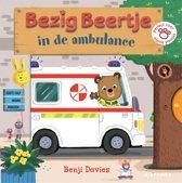 Boek cover Bezig Beertje - Bezig Beertje in de ambulance van Benji Davies (Onbekend)