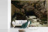 Fotobehang vinyl - Bron van Loue - Schilderij van Gustave Courbet breedte 415 cm x hoogte 300 cm - Foto print op behang (in 7 formaten beschikbaar)