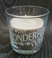 """Bruine geur kaars (kaneel en vanille) met de tekst """"The most wonderful time of the year"""""""