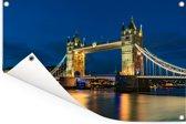 De Tower Bridge verlicht in de avond in Engeland Tuinposter 180x120 cm - Tuindoek / Buitencanvas / Schilderijen voor buiten (tuin decoratie) XXL / Groot formaat!
