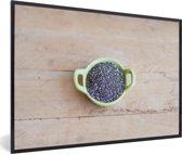 Foto in lijst - Groen kommetje op een houten tafel met chiazaad fotolijst zwart 60x40 cm - Poster in lijst (Wanddecoratie woonkamer / slaapkamer)