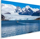 Een bootje voor de Perito Moreno gletsjer Plexiglas 90x60 cm - Foto print op Glas (Plexiglas wanddecoratie)