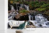 Fotobehang vinyl - Woeste watervallen in het Nationaal park Cairngorms in Schotland breedte 390 cm x hoogte 260 cm - Foto print op behang (in 7 formaten beschikbaar)