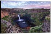 Dibond –Waterval tussen de bergen– 90x60 Foto op Aluminium (Wanddecoratie van metaal)