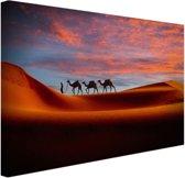 Man in het Midden-Oosten met kamelen Canvas 60x40 cm - Foto print op Canvas schilderij (Wanddecoratie)