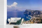 Fotobehang vinyl - Uitzicht vanaf de noordkust van Capri in Italië breedte 420 cm x hoogte 280 cm - Foto print op behang (in 7 formaten beschikbaar)