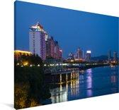 De stadsarchitectuur van Jilin in China gereflecteerd in de rivier Canvas 120x80 cm - Foto print op Canvas schilderij (Wanddecoratie woonkamer / slaapkamer)