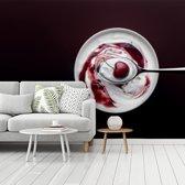 Fotobehang vinyl - Sappige kers in schaal yoghurt breedte 480 cm x hoogte 360 cm - Foto print op behang (in 7 formaten beschikbaar)