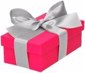 Roze cadeaudoosje 10 cm met zilveren strik