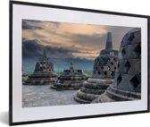 Foto in lijst - Donkere wolken boven de Borobudur tempel fotolijst zwart met witte passe-partout 60x40 cm - Poster in lijst (Wanddecoratie woonkamer / slaapkamer)