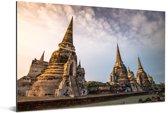 Mooie lucht boven de historische tempels in Ayutthaya Aluminium 180x120 cm - Foto print op Aluminium (metaal wanddecoratie) XXL / Groot formaat!