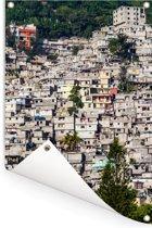 Favela op een heuvel in Haïti omringt door bossen Tuinposter 120x180 cm - Tuindoek / Buitencanvas / Schilderijen voor buiten (tuin decoratie) XXL / Groot formaat!
