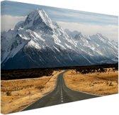 Weg naar de bergen Canvas 80x60 cm - Foto print op Canvas schilderij (Wanddecoratie woonkamer / slaapkamer)