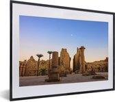 Foto in lijst - Schitterende zonsondergang bij Luxor fotolijst zwart met witte passe-partout klein 40x30 cm - Poster in lijst (Wanddecoratie woonkamer / slaapkamer)