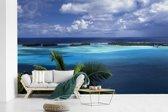 Fotobehang vinyl - Overzicht over de fantastische blauwe zee op Bora Bora breedte 595 cm x hoogte 380 cm - Foto print op behang (in 7 formaten beschikbaar)