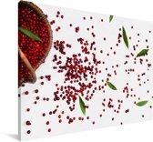 Een rieten mand met cranberry's Canvas 140x90 cm - Foto print op Canvas schilderij (Wanddecoratie woonkamer / slaapkamer)