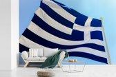 Fotobehang vinyl - Wapperende vlag van Griekenland breedte 420 cm x hoogte 280 cm - Foto print op behang (in 7 formaten beschikbaar)