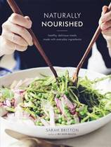 Boek cover Naturally Nourished Cookbook van Sarah Britton (Hardcover)