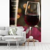 Fotobehang vinyl - Glas met mooie rode port breedte 225 cm x hoogte 300 cm - Foto print op behang (in 7 formaten beschikbaar)