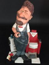 Barbier - kapper – beeldje – kappersstoel – beroepen  – funny jobs – warren stratford – 16x10x27 cm