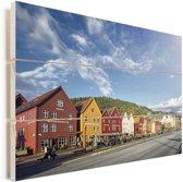 Alledaagse impressie van Bryggen Vurenhout met planken 90x60 cm - Foto print op Hout (Wanddecoratie)