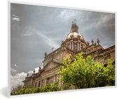 Foto in lijst - De kathedraal van Guadalajara tijdens een bewolkte dag in Mexico fotolijst wit 60x40 cm - Poster in lijst (Wanddecoratie woonkamer / slaapkamer)