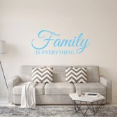 Muursticker Family Is Everything -  Lichtblauw -  160 x 66 cm  - Muursticker4Sale