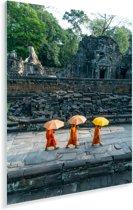 Drie boeddhistische monniken wandelen in Angkor Wat Plexiglas 120x180 cm - Foto print op Glas (Plexiglas wanddecoratie) XXL / Groot formaat!