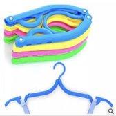 Inklapbare Kledinghanger van Versteeg® -  Blauw - Kledinghanger - Reishanger - kleding hanger - Kleding haak - Reiskledinghaak - inklapbaar