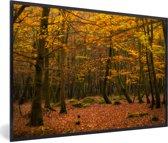 Foto in lijst - De dichte bossen van het Nationaal park New Forest in Engeland fotolijst zwart 60x40 cm - Poster in lijst (Wanddecoratie woonkamer / slaapkamer)