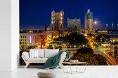Fotobehang vinyl - Uitzicht op het verlichte San Antonio in de Verenigde Staten breedte 450 cm x hoogte 300 cm - Foto print op behang (in 7 formaten beschikbaar)