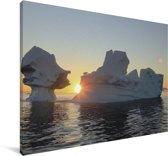 IJsbergen bij zonsondergang IJsfjord van Ilulissat in Groenland Canvas 180x120 cm - Foto print op Canvas schilderij (Wanddecoratie woonkamer / slaapkamer) XXL / Groot formaat!