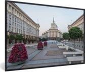 Foto in lijst - Kleurrijke plein in de Bulgaarse stad Sofia fotolijst zwart 60x40 cm - Poster in lijst (Wanddecoratie woonkamer / slaapkamer)