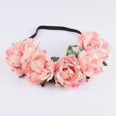 Bloemenkrans lichtroze haarband - boselfje rozenkrans bloemen rozen roze - pioenrozen elfje bloemetjes diadeem lichtroze boself elf roosjes festival