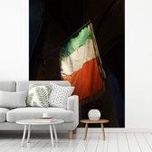 Fotobehang vinyl - Ierse vlag bij de St Patricks kathedraal in Dublin breedte 295 cm x hoogte 400 cm - Foto print op behang (in 7 formaten beschikbaar)