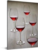 Vijf mooie glazen rode wijn Aluminium 120x180 cm - Foto print op Aluminium (metaal wanddecoratie) XXL / Groot formaat!