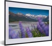 Foto in lijst - Meer in het Nationaal park Arthur's Pass in Nieuw-Zeeland fotolijst zwart met witte passe-partout klein 40x30 cm - Poster in lijst (Wanddecoratie woonkamer / slaapkamer)