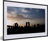 Foto in lijst - Silhouet van het Aziatische Persepolis tijdens zonsondergang fotolijst zwart met witte passe-partout 60x40 cm - Poster in lijst (Wanddecoratie woonkamer / slaapkamer)