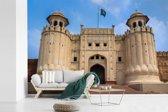Fotobehang vinyl - De Aziatische Alamgiri-poort van het Lahore fort in Pakistan breedte 450 cm x hoogte 300 cm - Foto print op behang (in 7 formaten beschikbaar)