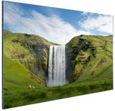 FotoCadeau.nl - Skogafoss waterval in IJsland Aluminium 90x60 cm - Foto print op Aluminium (metaal wanddecoratie)