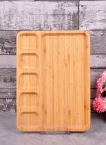 Bamboe serveerbord met vakjes.