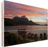 Bora Bora bij zonsondergang Vurenhout met planken 90x60 cm - Foto print op Hout (Wanddecoratie)