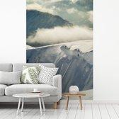Fotobehang vinyl - Besneeuwde bergen in het Nationaal park Cairngorms in Schotland breedte 260 cm x hoogte 400 cm - Foto print op behang (in 7 formaten beschikbaar)