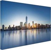 Skyline NYC vanaf het water Canvas 120x80 cm - Foto print op Canvas schilderij (Wanddecoratie woonkamer / slaapkamer) / Steden Canvas Schilderijen