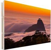 Zonsopgang boven de wolken in Rio de Janeiro met het Christus de Verlosser beeld Vurenhout met planken 30x20 cm - klein - Foto print op Hout (Wanddecoratie)