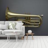 Fotobehang vinyl - Schitterende gouden trompet op een grijze achtergrond breedte 375 cm x hoogte 280 cm - Foto print op behang (in 7 formaten beschikbaar)
