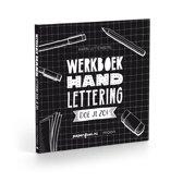 Omslag van 'Werkboek Handlettering doe je zo! + Pen (Boxset)'